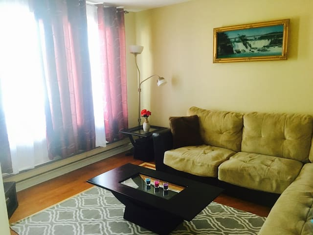 4 1/2,Get in(code),Laval,Painted/renovated,No host - Laval - Apartment