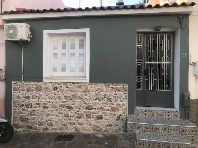 ΜΟΝΟΚΑΤΟΙΚΙΑ ΣΤΟ ΚΕΝΤΡΟ