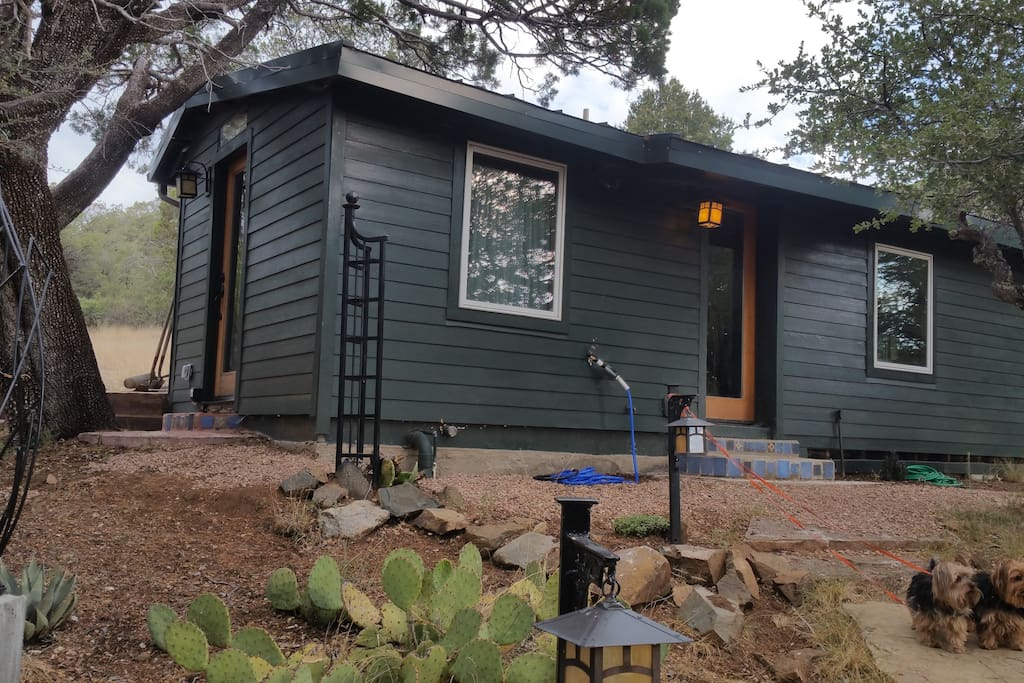 Mountain cabin 15 minutes to downtown cottages for rent for Silver mountain cabins