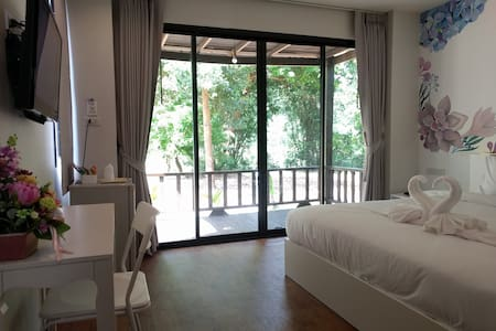 Pear Bungalow with high-speed internet 1