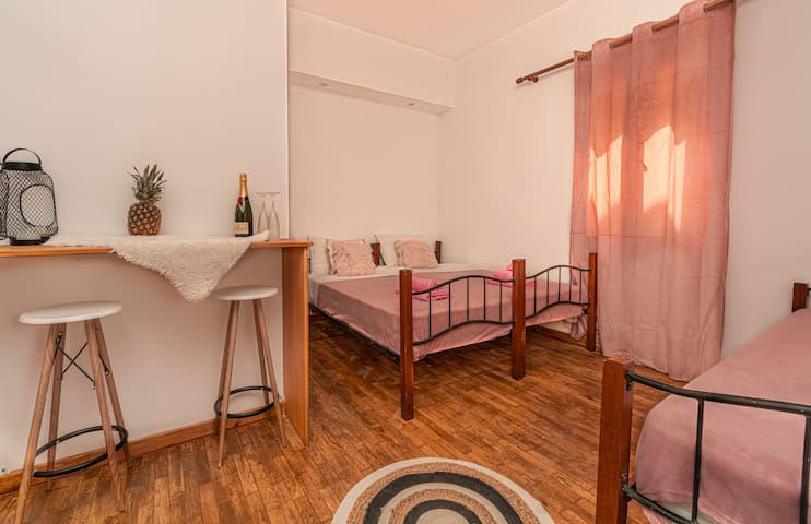 Dimelal downtown room with private veranda