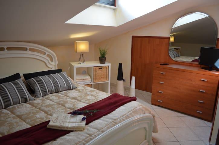 Villa Carlini - Luna Apartment (6 Sleeps)