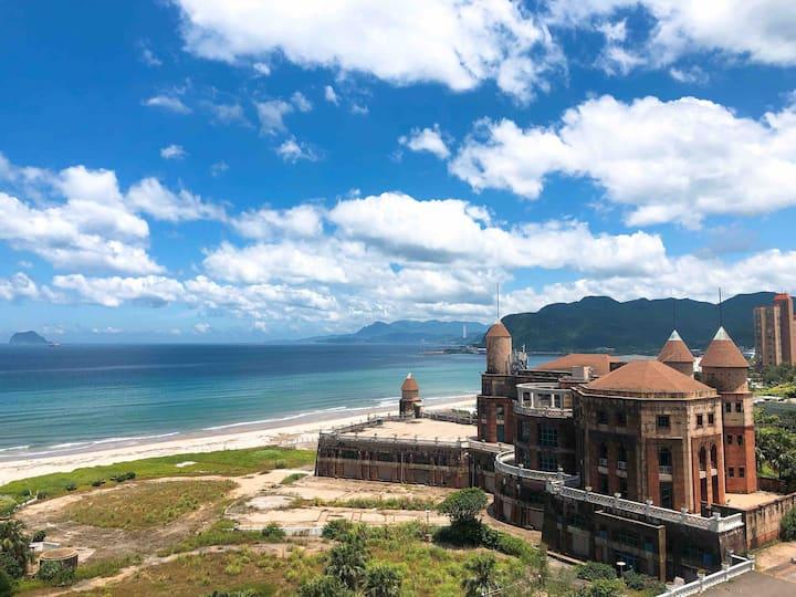 翡翠灣沙灘無敵海景屋 於八樓福華飯店同棟 四人2臥房+客廳+雙景觀陽台+廚房+餐廳走去沙灘只要5分鐘