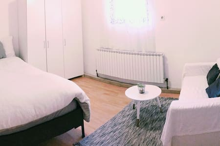 ROOM WHITE IN AUSTRIAN HOUSE W/ FREE PARKING