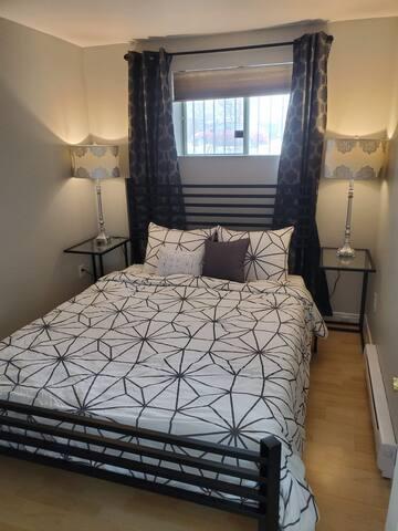 Chambre séparée avec lit Queen (matelat ferme)