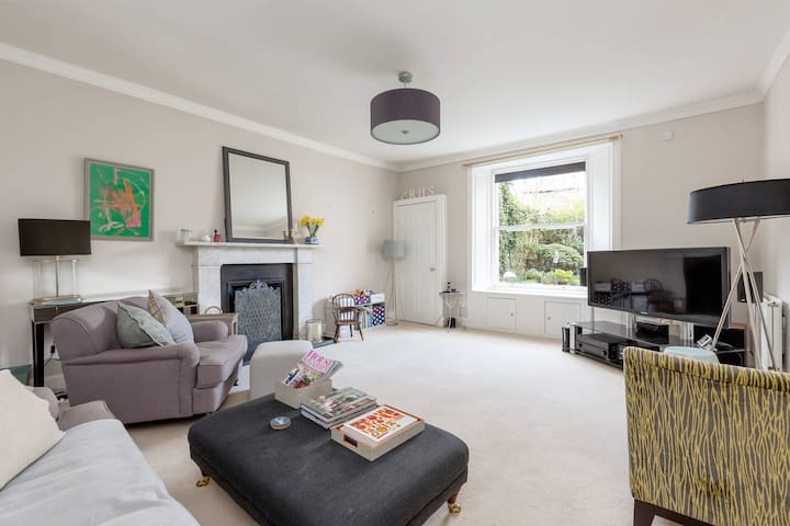 Classical Apartment overlooking Holyrood Palace - Edynburg - Apartament