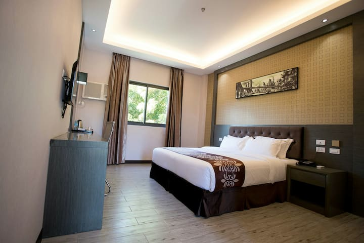 Vienna hotel 4 山景大床房(standard room king bed)