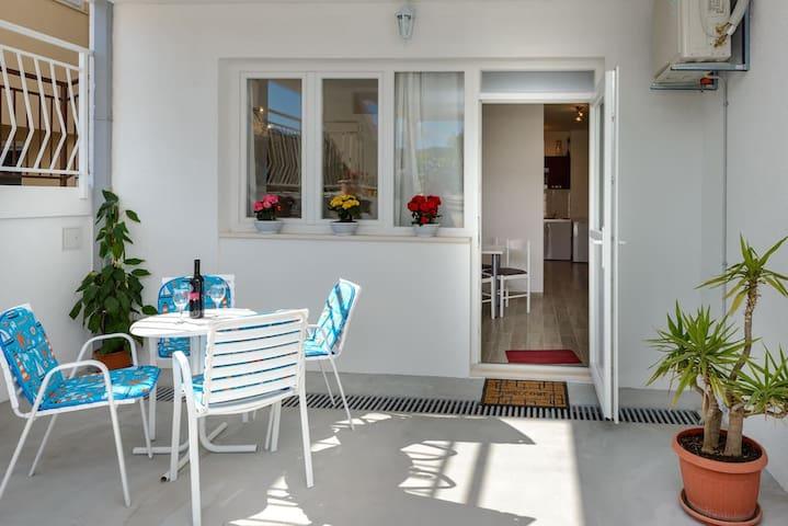 Apartment Leona - 1 Bedroom Apt with Terrace