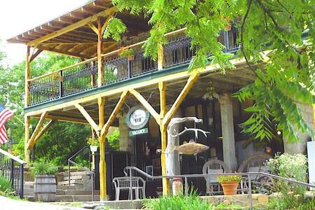 Beaver Town Lodge, On The Water, Table Rock Lake, Swim, Boat, Fish, View of Beaver Bridge, Kitchen