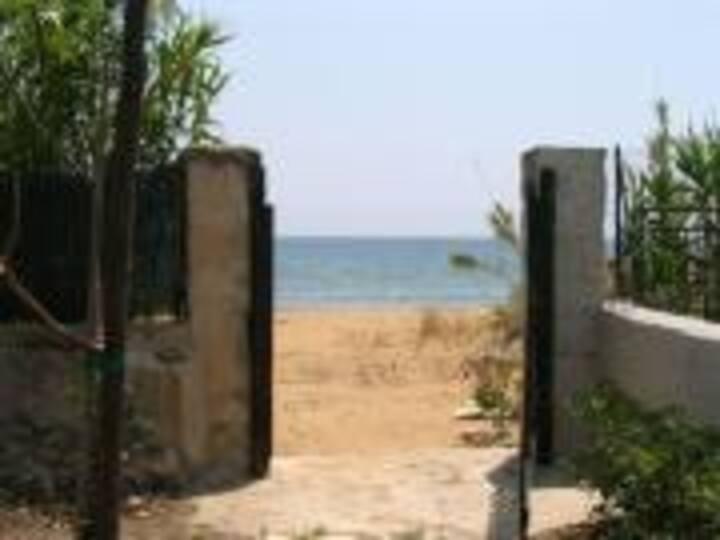 Villa Mare- Direct access to the beach