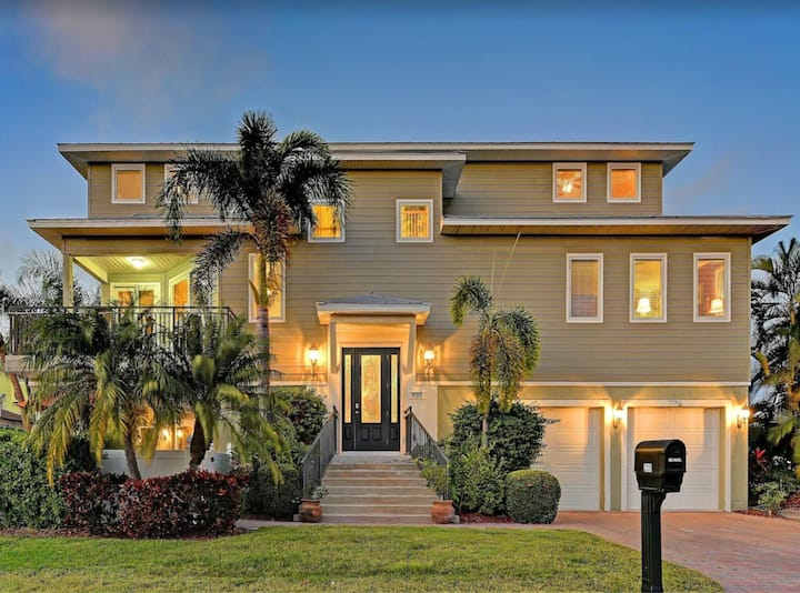 Close to Beach,Pool,Spa, Elevator, Golf Cart included