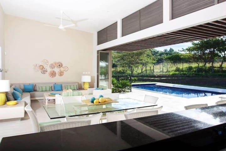 Moderna Casa en Anapoima, Conjunto Cerrado.