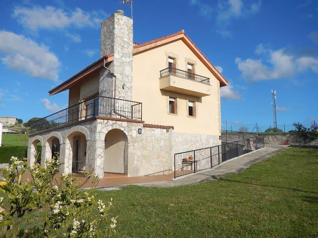 Preciosa casa individual ideal para familias - Bareyo - Dom