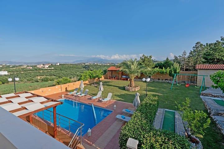 Villa for 7 with private pool and mini golf course