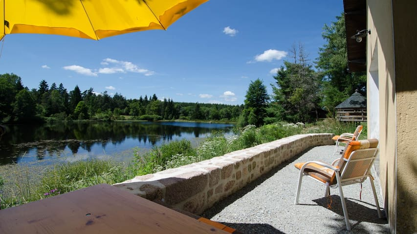 Gîte au bord de l'étang (Plateau de Millevaches)