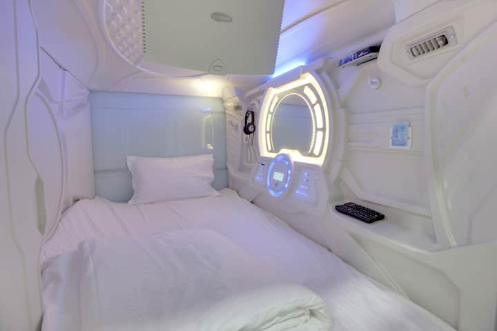Budgeted Deluxe AC Pods for stay in Mumbai