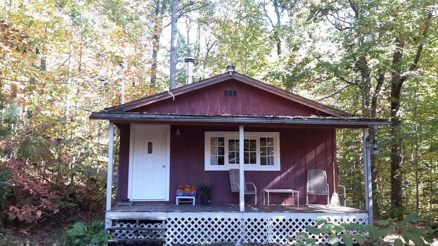 Rustic, Backyard Cabin on 7 Wooded Acres - Brevard - Ξυλόσπιτο