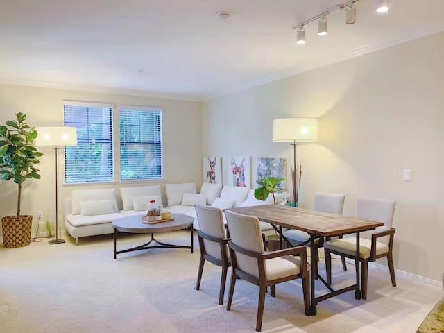 Irvine private 2 bedroom/2 bathroom pool apartment