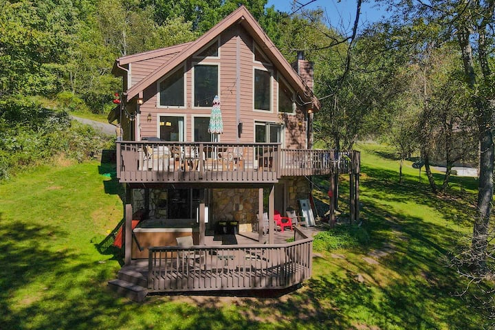 Lake Access Home w/Private Dock, Hot Tub, Wood Fireplace, & Air Hockey Table!