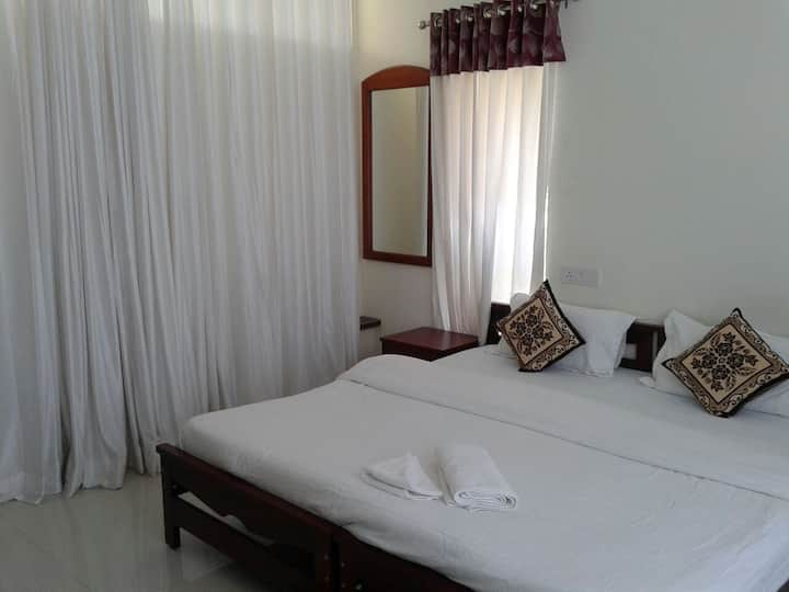 Luxury room in Bhavdhan