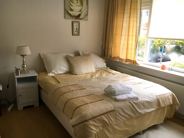 Single or double at semidetached house near beach - Katwijk - 一軒家