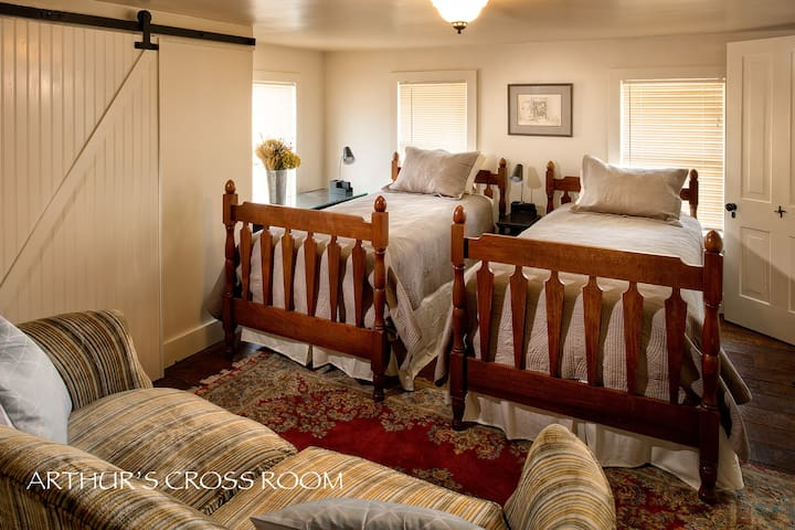 Bluethistle Bed & Breakfast - Twin Bed
