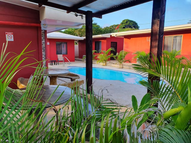 Villas Bahía Salinas, equipadas, A/C, TV, Piscina.