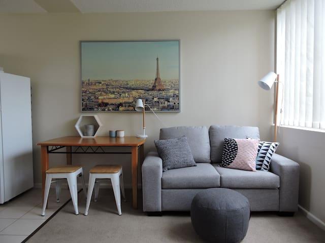 Sunny studio apartment - close to everything! - Darlington - Apartment