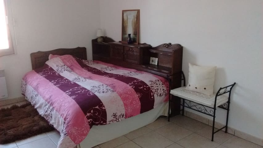 Private room for women or couple near Purpan