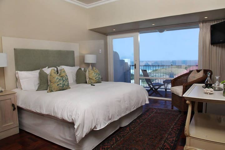 Hermanus Beach Villa - Abalone Room