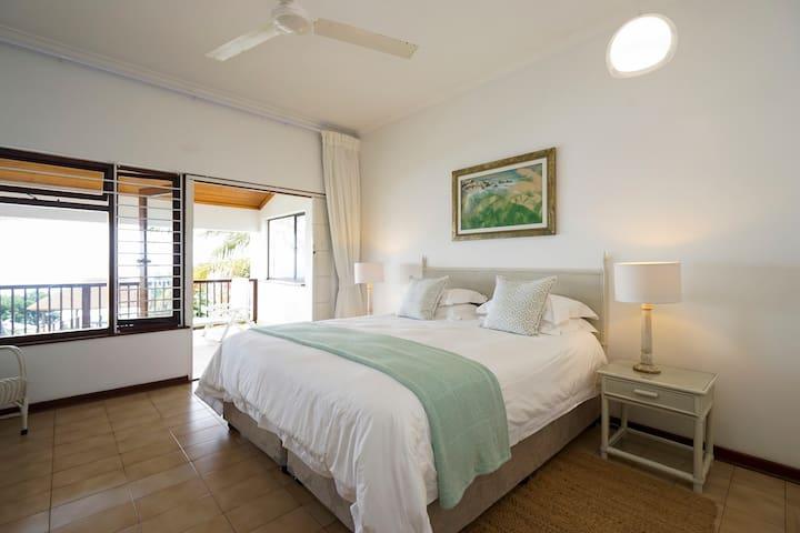 Main bedroom en suite - upstairs