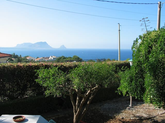 Cozy villa with a great view - Torre Colonna-sperone - Hus