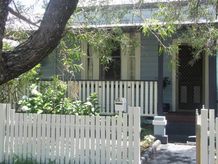 Turnbull Cottage, period 1920s home