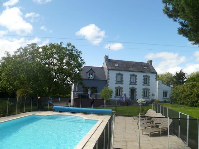 Belle bretonne avec piscine à l'abri des regards