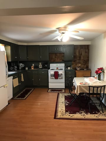 3 BD furnished farmhouse,minutes off interstate 80