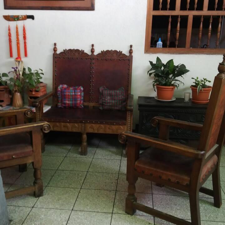 Habitación Doble con Baño Compartido - CasadeMaria