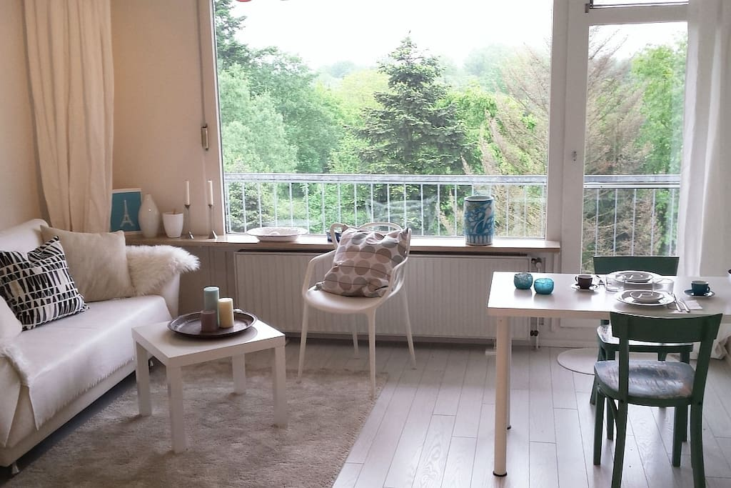 messe nah wohnung 35qm k che duschbad balkon wohnungen zur miete in d sseldorf nordrhein. Black Bedroom Furniture Sets. Home Design Ideas