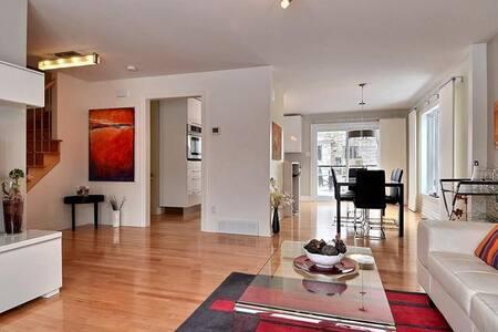 Stunning Retreat Luxury House! 2cars garage + WiFi