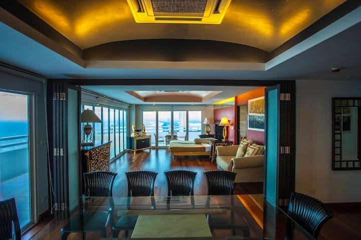 4 BR Luxury Penthouse Panoramic Seaview