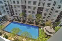 วิวสระจากห้องนอนชั้น 5 (Pool view from the 5th floor)