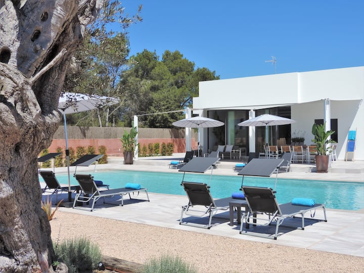 New Villa with big Pool in Santa Eulalia/ Es Canar