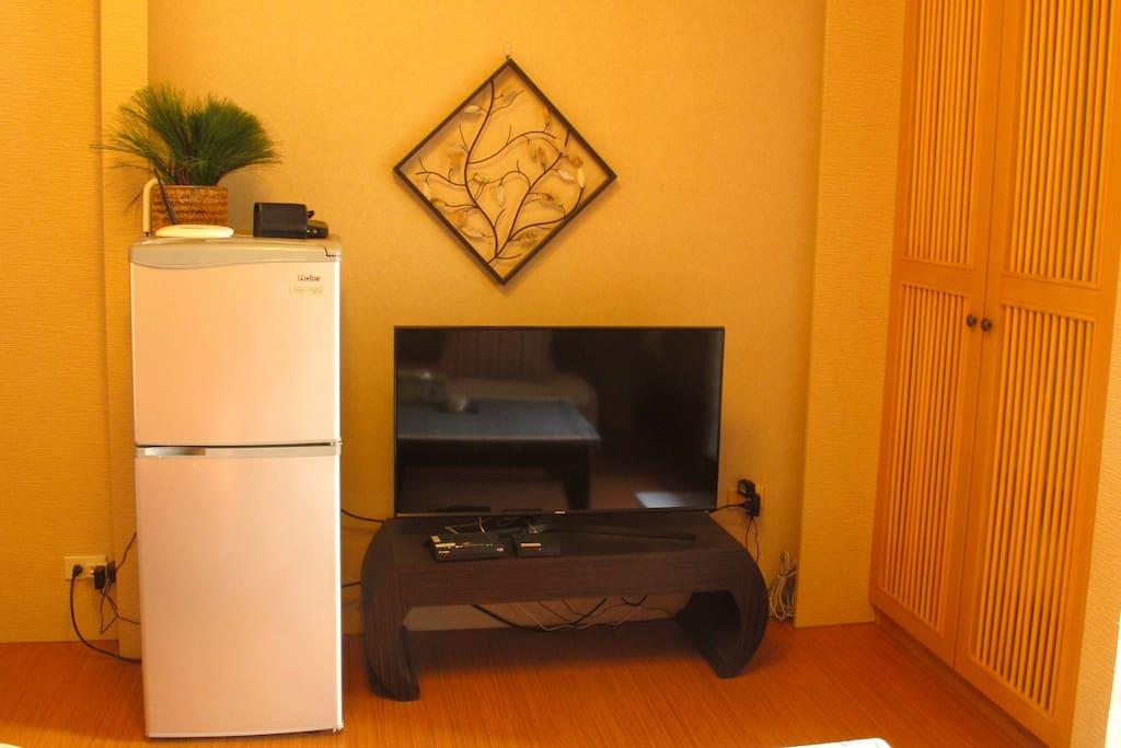 Cable TV & fridge.