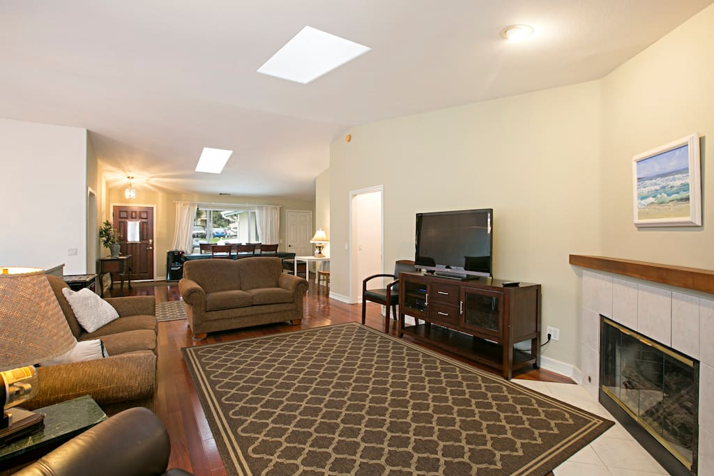 """Enjoy the ambiance of the gas fireplace in this spacious room while watching a film on the 45"""" flat screen TV."""