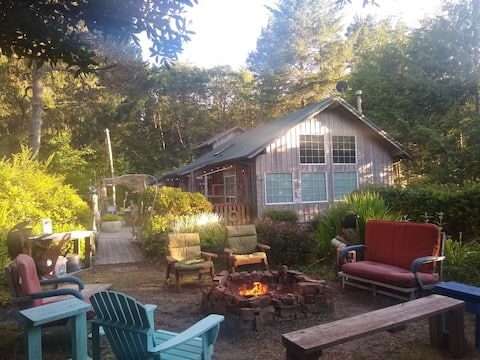 Great Outdoor Private Space-Deck/Firepit/Dogs Ok
