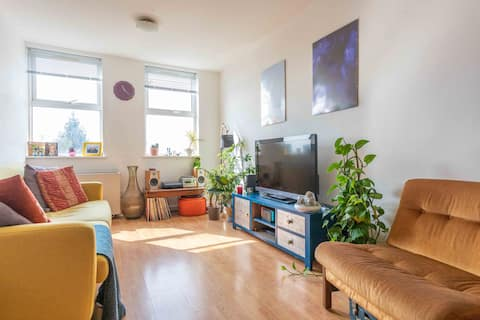 Light and Bright 2 bed Flat in Waltham Cross