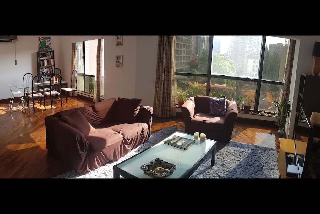 Dining/living room with views over the French Concession