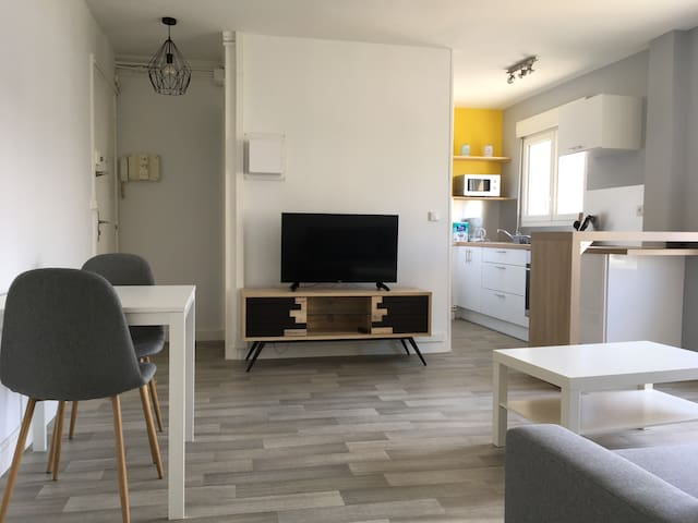 Confort flat 2-4 personnes.Caen centre ville.wifi
