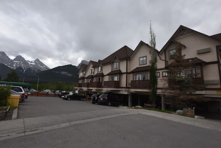 Cozy Comfortable 1 bedroom Unit in Canmore
