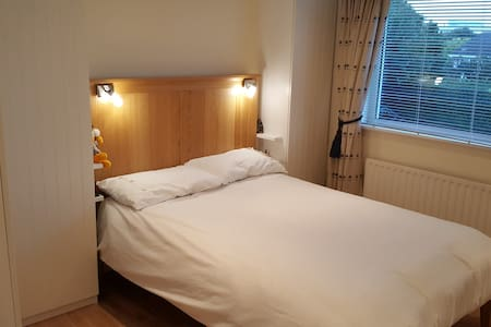 Double Bedroom with own Shower & WC - Blackrock - Σπίτι