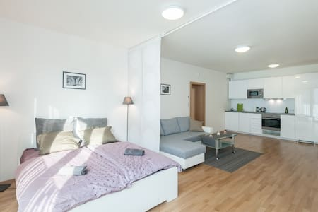 Cozy central flat, modern residence, free parking - Prague - Apartment - 0